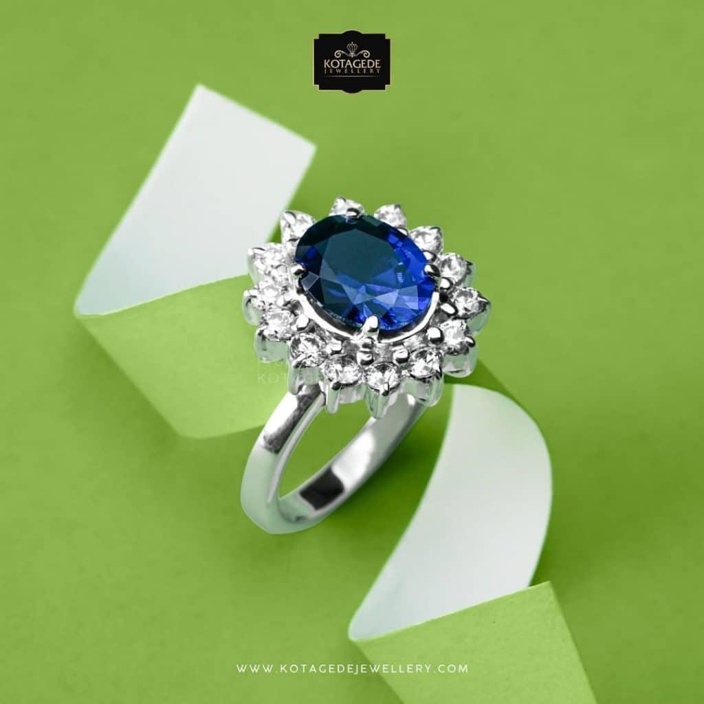 Cincin Kawin Tunangan Elegan dengan Blue Solitaire  WG0303