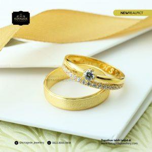 Cincin Kawin Tunangan Emas Kuning Elegant YG0188YG