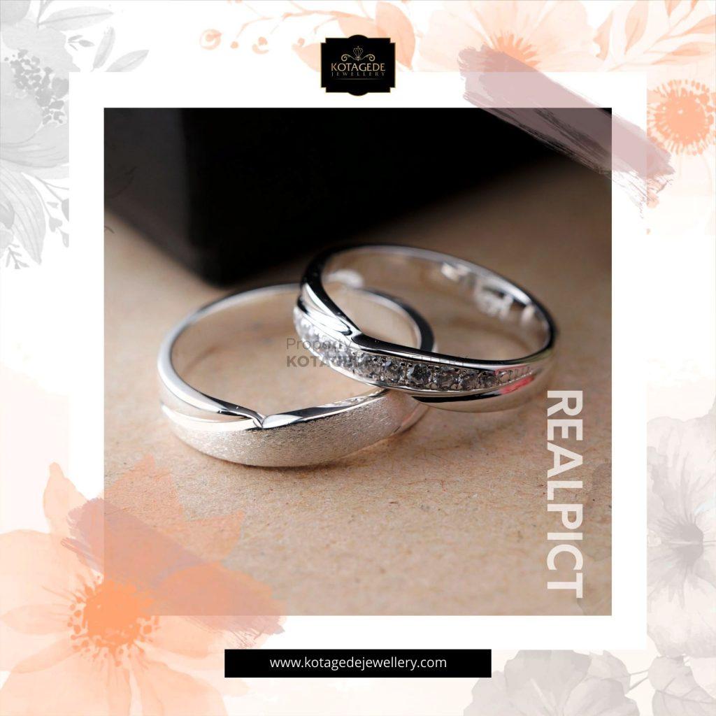 Cincin Kawin Tunangan Emas Putih Platinum WG0268PT