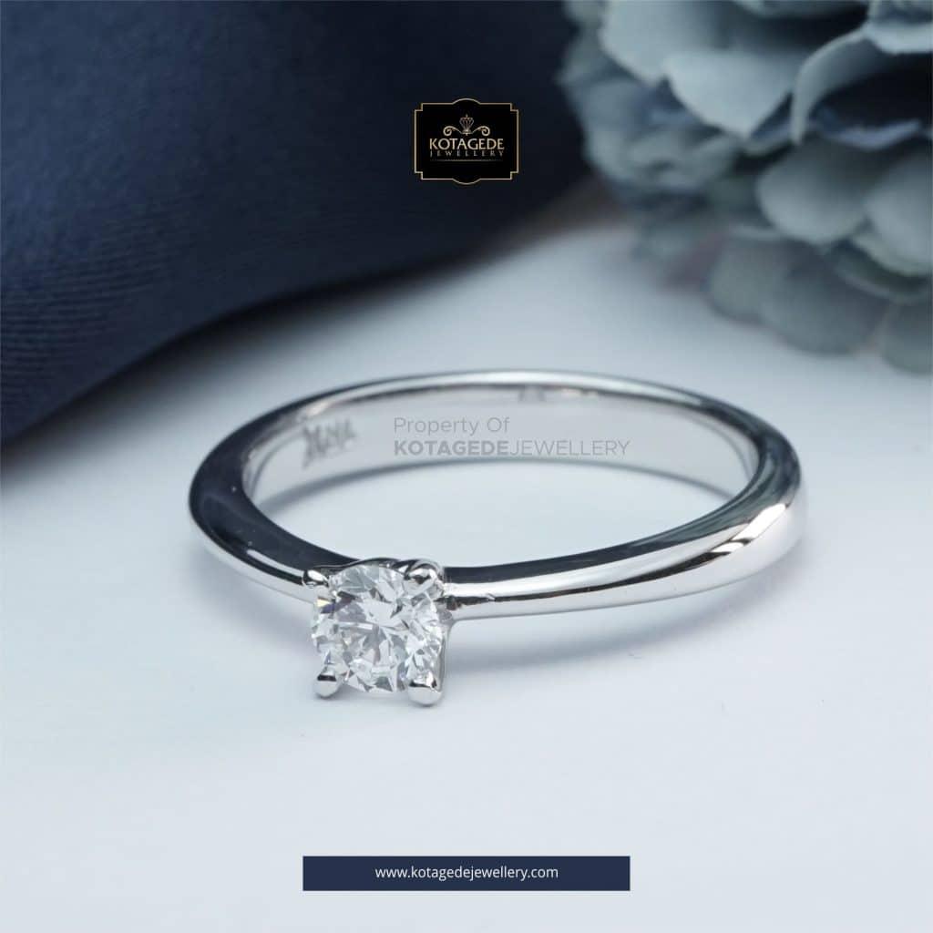 Cincin Kawin Tunangan Emas Putih Solitaire WG0284