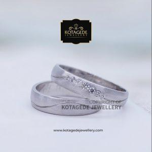 Cincin Kawin Tunangan Platinum Emas Putih Exclusive PT0062WG